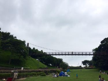 [坂田が池公園]長いローラー滑り台が子供に大人気!キャンプもバーベキューも水遊びも楽しめる総合公園